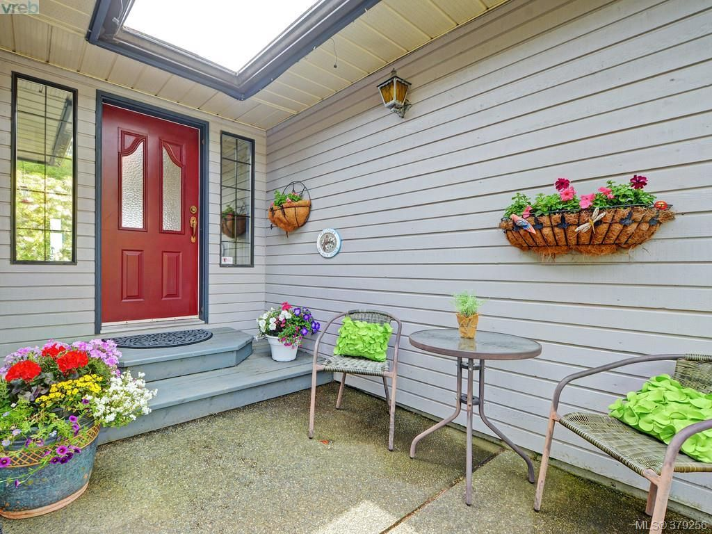 Photo 6: Photos: 543 Delora Drive in Victoria: Co Triangle House for sale (Colwood)  : MLS®# 379256
