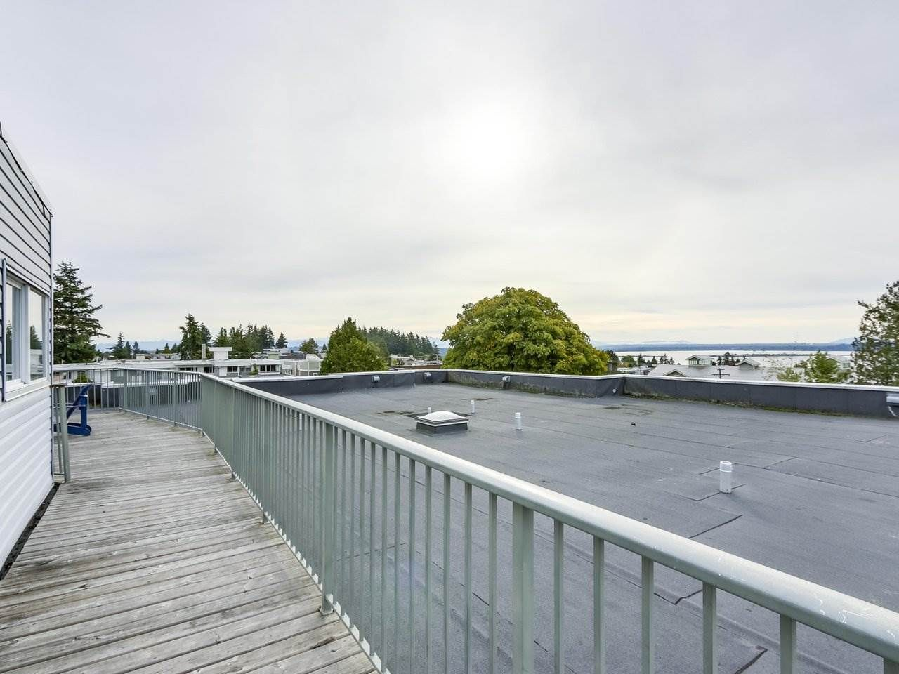 """Photo 20: Photos: 311 1341 GEORGE Street: White Rock Condo for sale in """"OCEANVIEW"""" (South Surrey White Rock)  : MLS®# R2381098"""