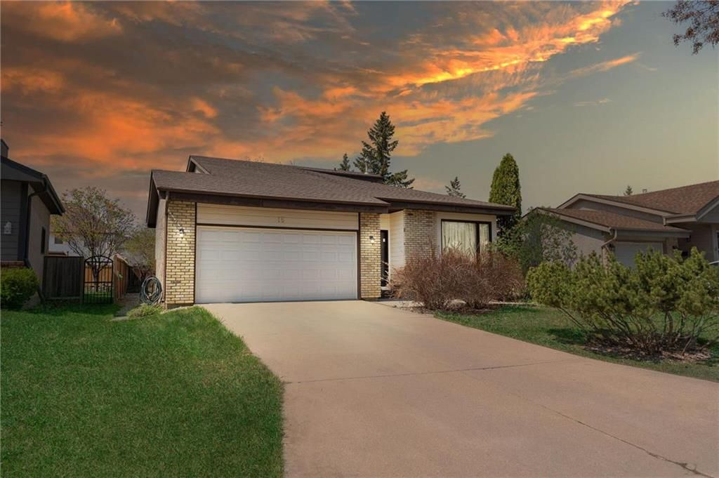 Main Photo: 15 Calder Bay in Winnipeg: Richmond West Residential for sale (1S)  : MLS®# 202108568