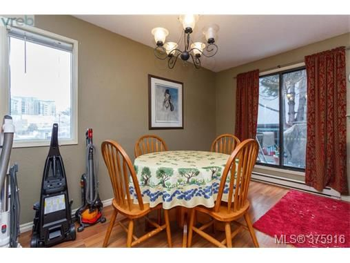 Photo 4: Photos: 547 Paradise St in VICTORIA: Es Esquimalt Half Duplex for sale (Esquimalt)  : MLS®# 754668