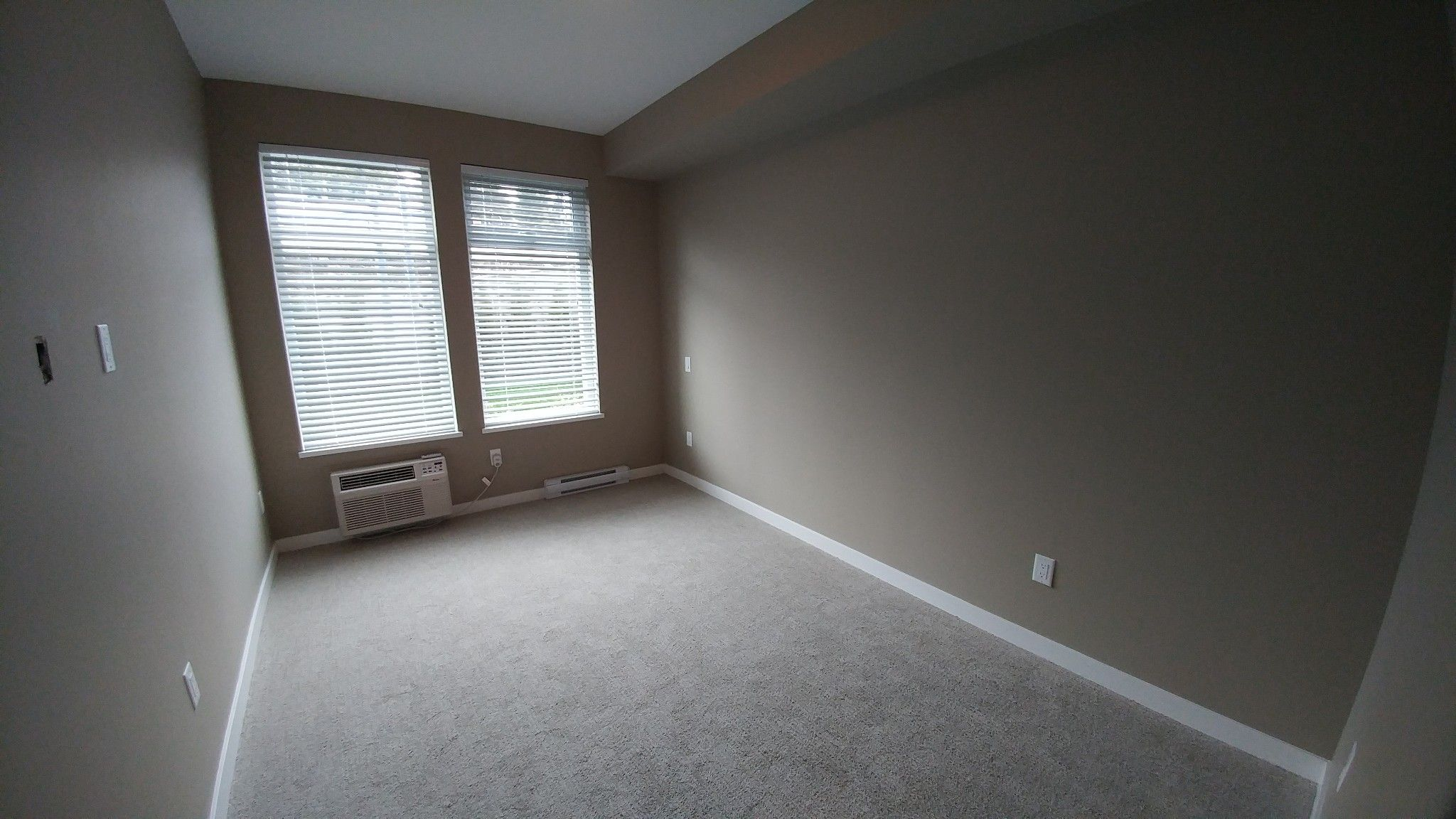 Photo 8: Photos: #209 2242 Whatcom Rd. in Abbotsford: Abbotsford East Condo for rent