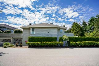 """Photo 3: 3 13630 84 Avenue in Surrey: Bear Creek Green Timbers Townhouse for sale in """"TRAILS AT BEAR CREEK"""" : MLS®# R2591753"""