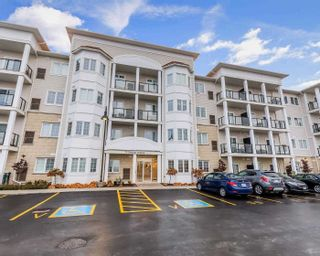 Photo 1: 312 70 Shipway Avenue in Clarington: Newcastle Condo for sale : MLS®# E4967303