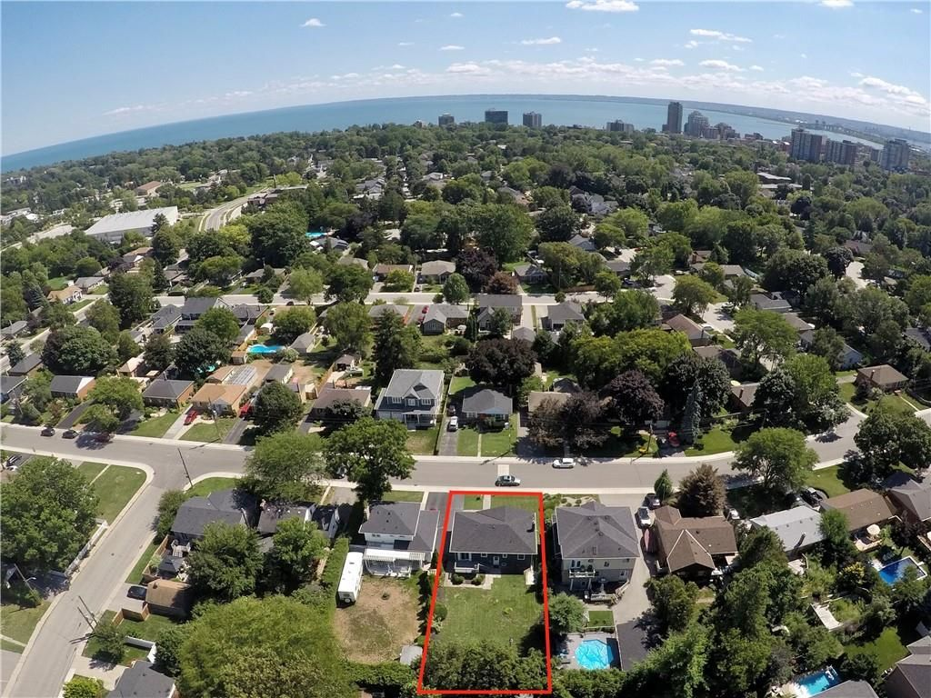 Photo 25: Photos: 2221 COURTLAND Drive in Burlington: Residential for sale : MLS®# H4084353