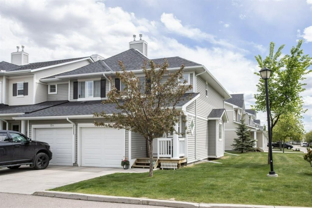 Main Photo: 120 Country Village Manor NE in Calgary: Country Hills Village Row/Townhouse for sale : MLS®# A1114216