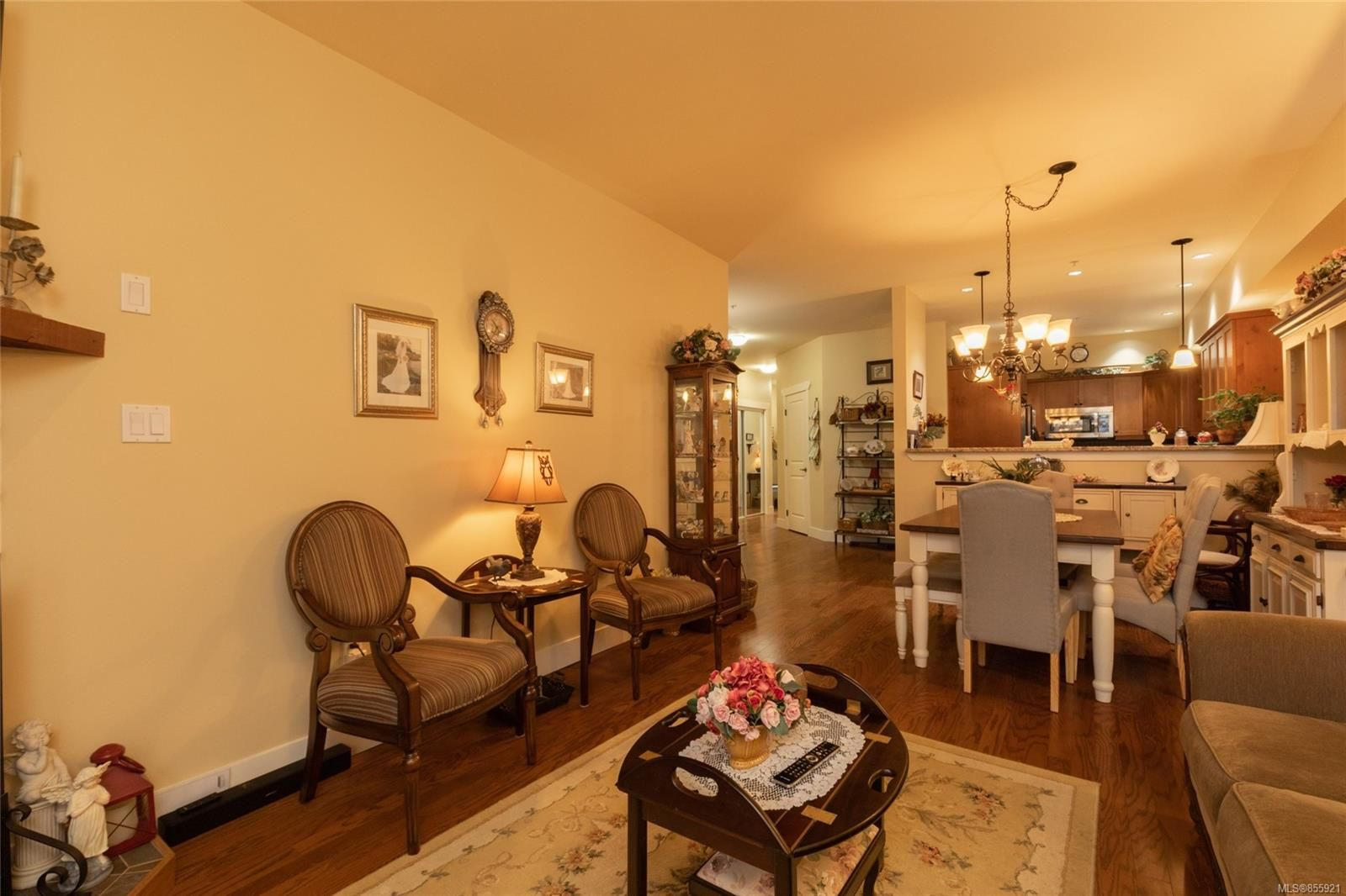 Photo 12: Photos: 206 1244 4TH Ave in : Du Ladysmith Row/Townhouse for sale (Duncan)  : MLS®# 855921