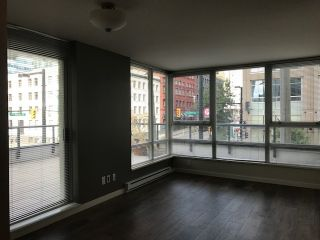 Photo 4: 308 928 BEATTY STREET in Vancouver West: Home for sale : MLS®# R2213143