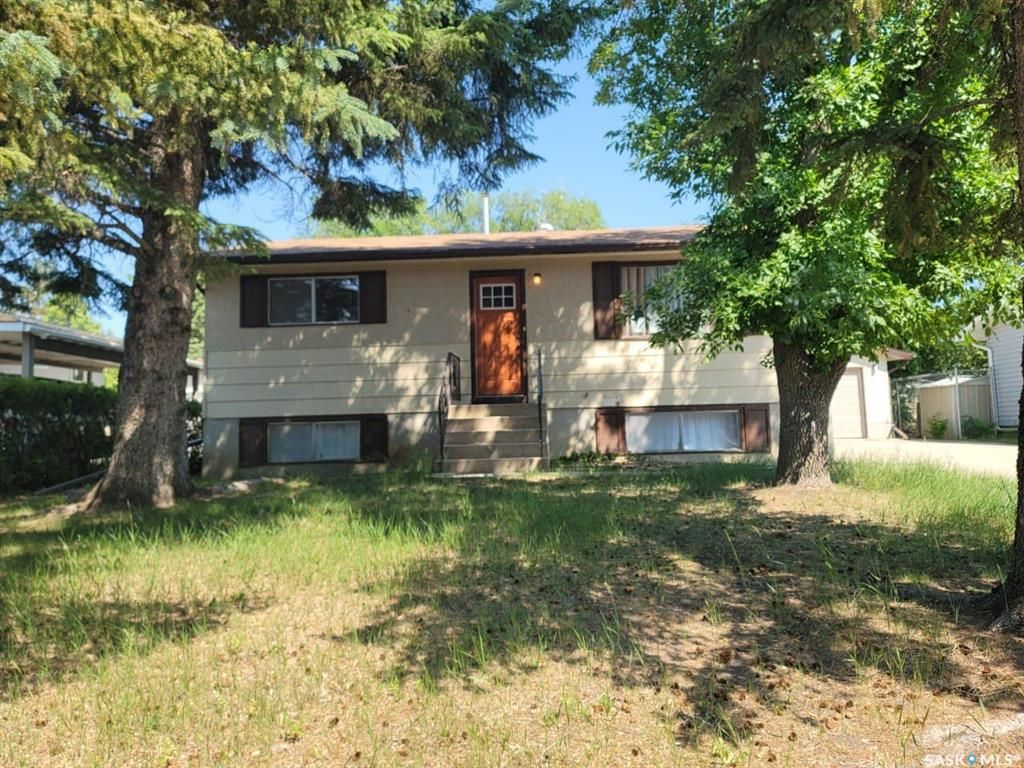 Main Photo: 830 Marr Avenue in Saskatoon: Massey Place Residential for sale : MLS®# SK861121