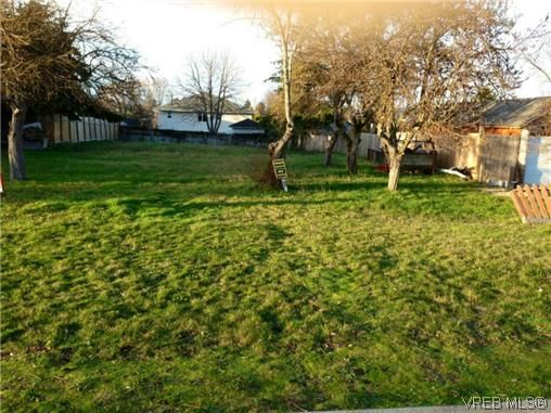 Main Photo: 606 Broadway St in VICTORIA: SW Glanford Land for sale (Saanich West)  : MLS®# 631048