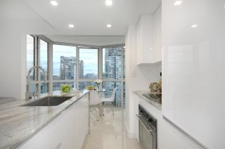 """Photo 10: 1907 1188 HOWE Street in Vancouver: Downtown VW Condo for sale in """"1188 Howe"""" (Vancouver West)  : MLS®# R2132666"""