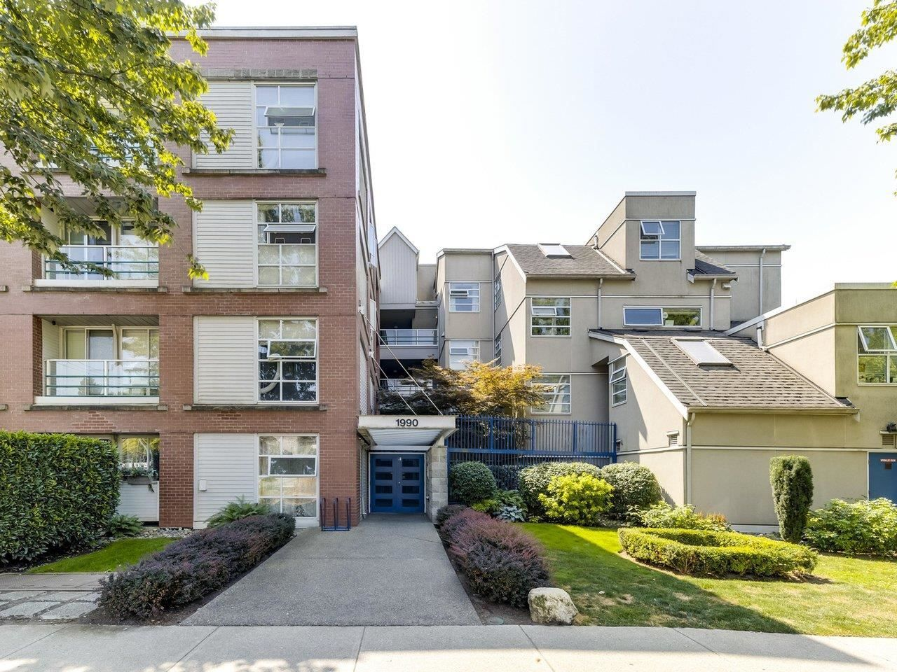 """Main Photo: 104 1990 E KENT AVENUE SOUTH in Vancouver: South Marine Condo for sale in """"Harbour House at Tugboat Landing"""" (Vancouver East)  : MLS®# R2607315"""
