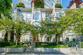 """Photo 4: 112 1228 MARINASIDE Crescent in Vancouver: Yaletown Townhouse for sale in """"CRESTMARK TWO"""" (Vancouver West)  : MLS®# R2609397"""
