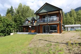 Photo 1: 7823 Squilax Anglemont Road in Anglemont: North Shuswap House for sale (Shuswap)  : MLS®# 10116503