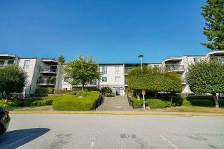"""Photo 3: 302 9952 149 Street in Surrey: Guildford Condo for sale in """"TALL TIMBERS"""" (North Surrey)  : MLS®# R2492246"""