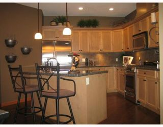 "Photo 3: 77 24185 106B Avenue in Maple Ridge: Albion Townhouse for sale in ""TRAILS EDGE"" : MLS®# V810263"