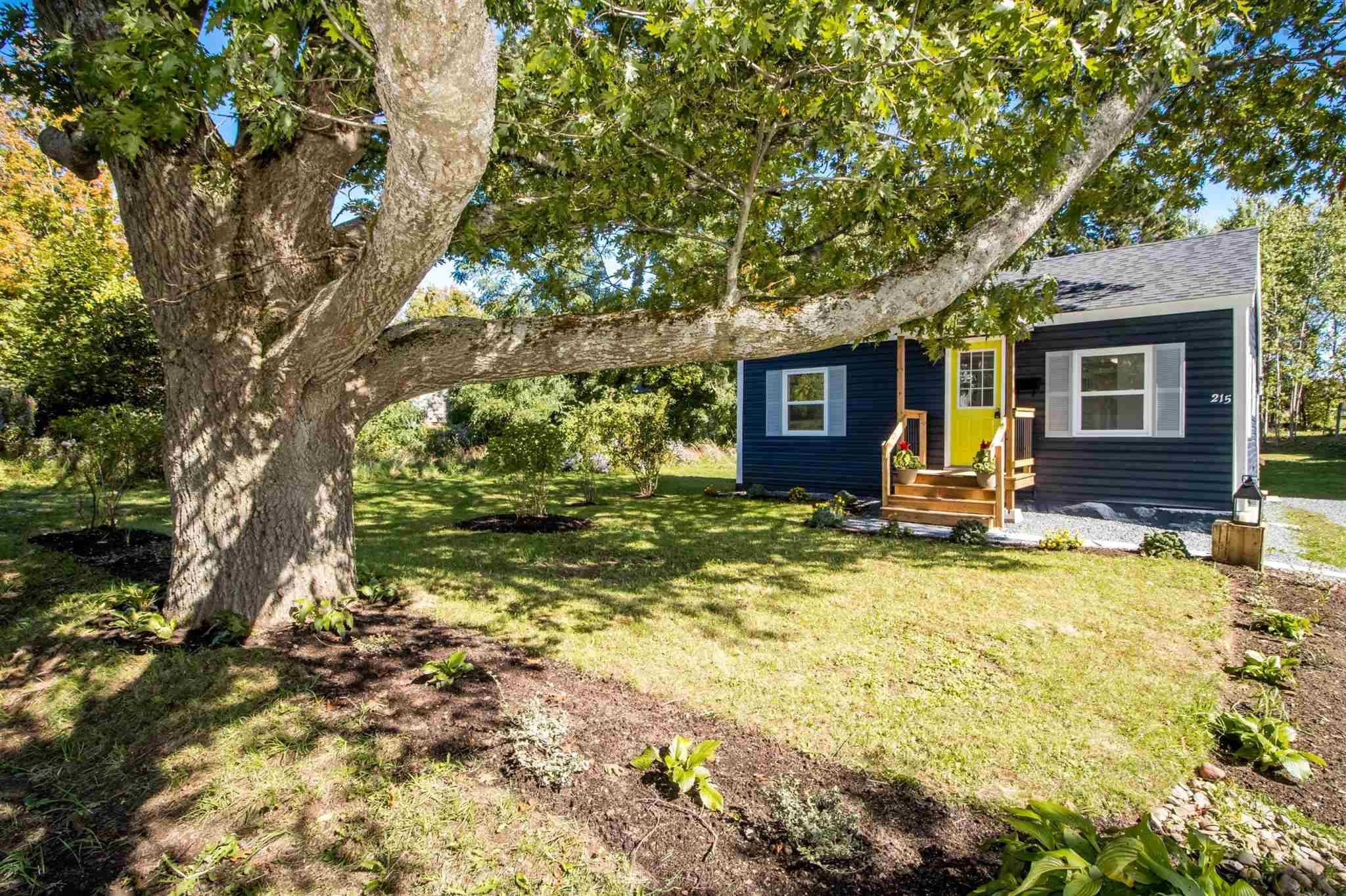 Main Photo: 215 Oakdene Avenue in North Kentville: 404-Kings County Residential for sale (Annapolis Valley)  : MLS®# 202124740