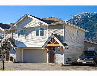 """Photo 1: 95 1821 WILLOW Crescent in Squamish: Garibaldi Estates Townhouse for sale in """"WILLOW VILLAGE"""" : MLS®# V745862"""