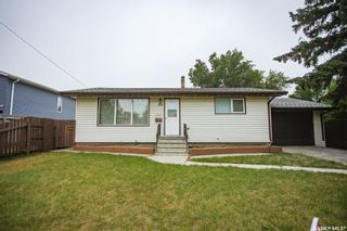 Photo 1: 353 Montreal Avenue South in Saskatoon: Meadowgreen Residential for sale : MLS®# SK864206