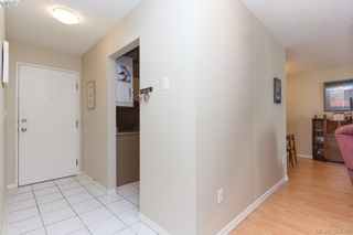 Photo 3: 302 2747 Quadra St in VICTORIA: Vi Hillside Condo for sale (Victoria)  : MLS®# 767550