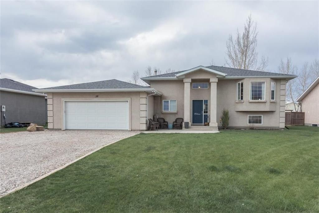 Main Photo: 38 Edelweiss Crescent in Niverville: R07 Residential for sale : MLS®# 202112195