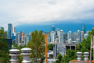 """Photo 1: PH1 380 W 10TH Avenue in Vancouver: Mount Pleasant VW Townhouse for sale in """"Turnbull's Watch"""" (Vancouver West)  : MLS®# R2603176"""