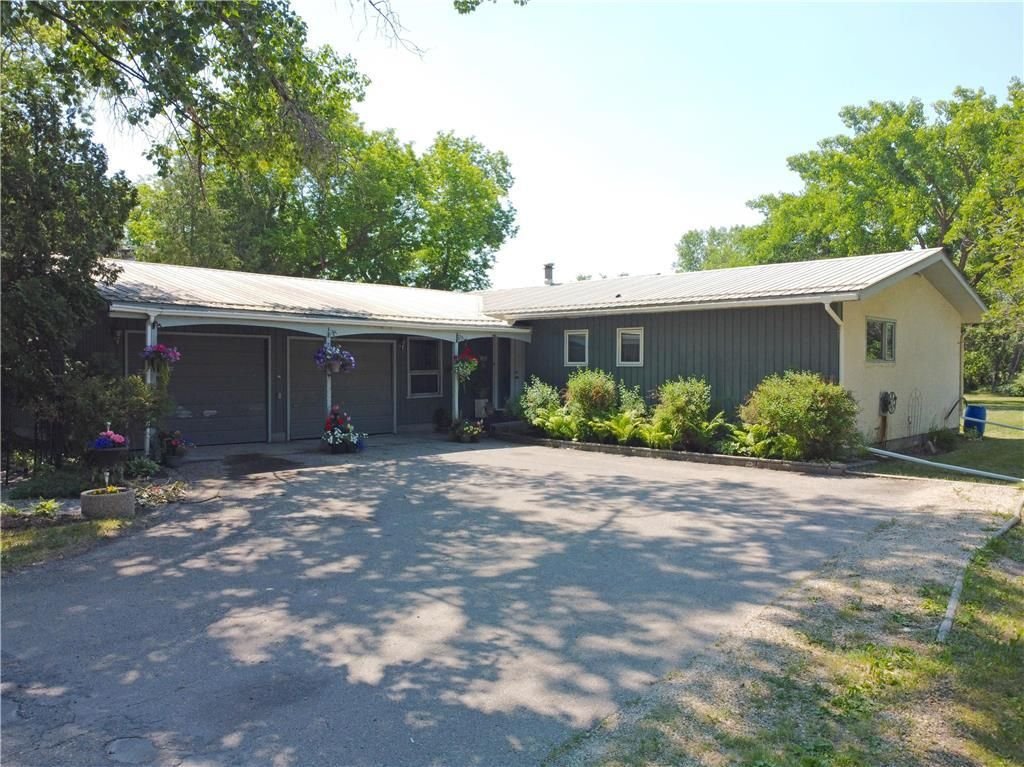 Main Photo: 328 Wallace Avenue: East St Paul Residential for sale (3P)  : MLS®# 202116353