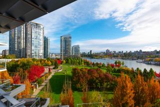 "Photo 1: 802 638 BEACH Crescent in Vancouver: Yaletown Condo for sale in ""ICON"" (Vancouver West)  : MLS®# R2511968"