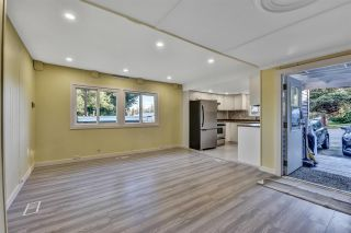 """Photo 5: 12 6280 KING GEORGE Boulevard in Surrey: Panorama Ridge Manufactured Home for sale in """"WHITE OAKS"""" : MLS®# R2583644"""
