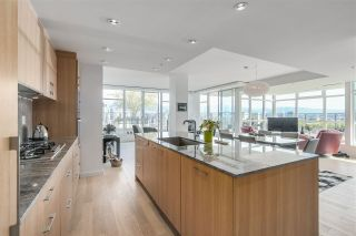 """Photo 1: 903 2411 HEATHER Street in Vancouver: Fairview VW Condo for sale in """"700 West 8th"""" (Vancouver West)  : MLS®# R2259809"""