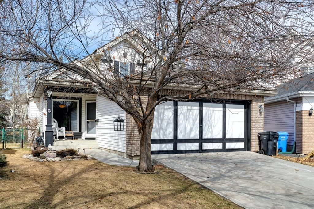 Main Photo: 67 Douglas Glen Place SE in Calgary: Douglasdale/Glen Detached for sale : MLS®# A1088230