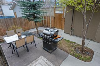 Photo 3: 2 924 3 Avenue NW in Calgary: Sunnyside Row/Townhouse for sale : MLS®# A1109840