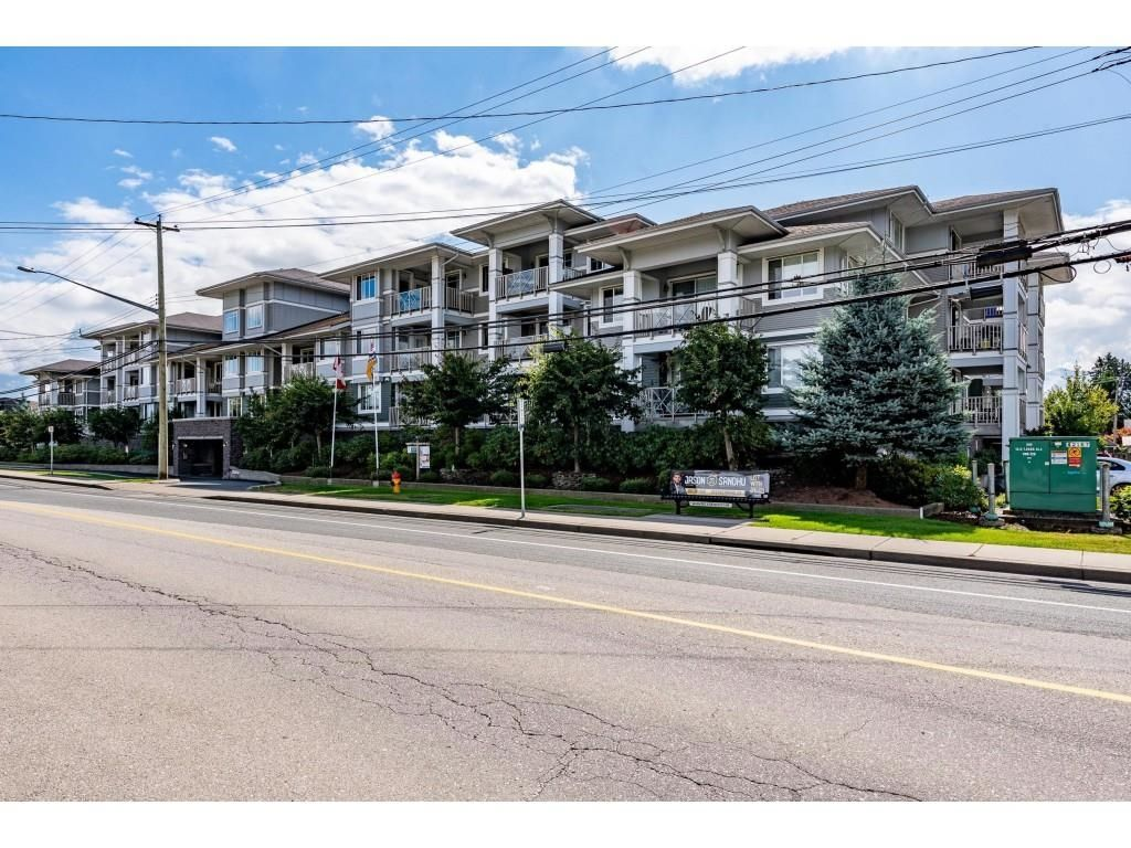 """Main Photo: 301 46262 FIRST Avenue in Chilliwack: Chilliwack E Young-Yale Condo for sale in """"Summit"""" : MLS®# R2612802"""