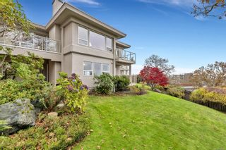 Photo 2: 16 881 Nicholson St in : SE High Quadra Row/Townhouse for sale (Saanich East)  : MLS®# 860210