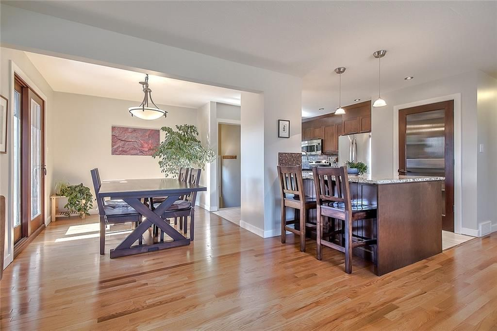 Main Photo: 167 WINDERMERE Road SW in Calgary: Wildwood Detached for sale : MLS®# C4295169