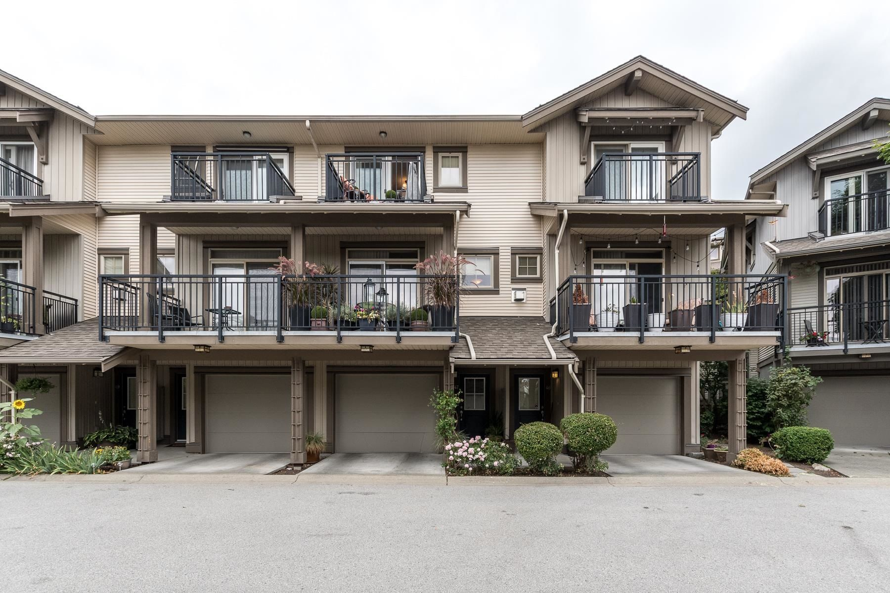 """Main Photo: 47 20326 68 Avenue in Langley: Willoughby Heights Townhouse for sale in """"SUNPOINTE"""" : MLS®# R2610836"""