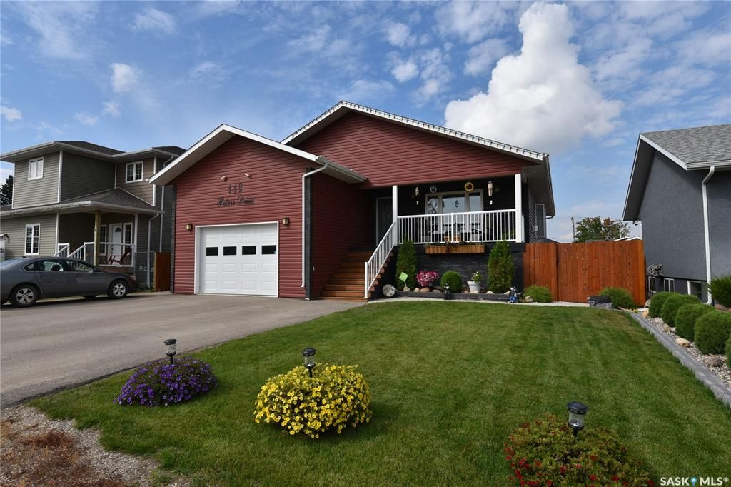 Main Photo: 112 Peters Drive in Nipawin: Residential for sale : MLS®# SK871128