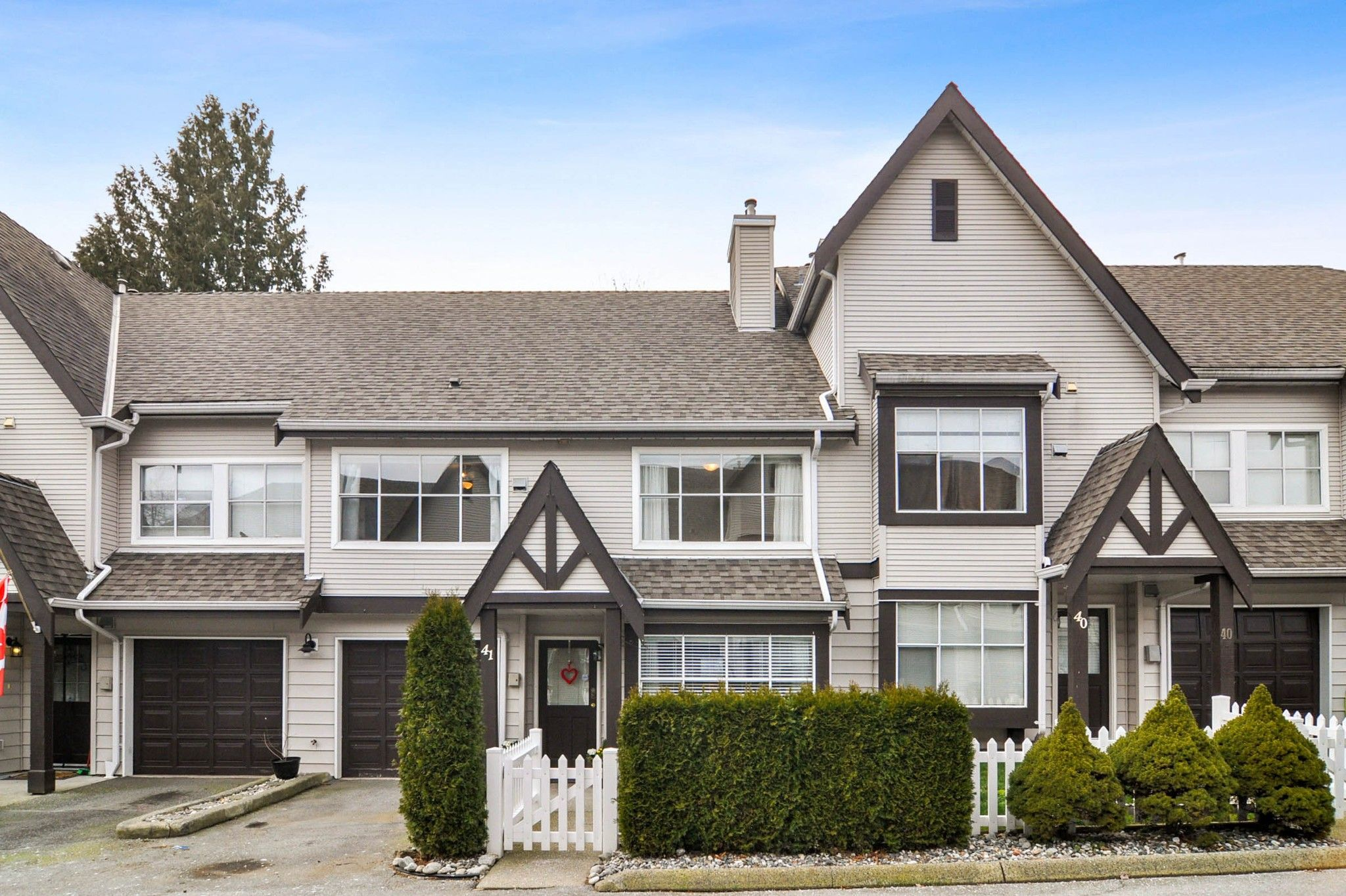 """Main Photo: 41 12099 237 Street in Maple Ridge: East Central Townhouse for sale in """"Gabriola"""" : MLS®# R2539715"""