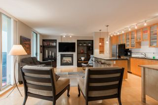 """Photo 3: 2603 969 RICHARDS Street in Vancouver: Downtown VW Condo for sale in """"Mondrian 2"""" (Vancouver West)  : MLS®# R2135133"""
