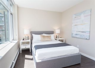 """Photo 10: 557 168 W 1ST Avenue in Vancouver: False Creek Condo for sale in """"WALL CENTRE FALSE CREEK WEST TOWER"""" (Vancouver West)  : MLS®# R2372215"""