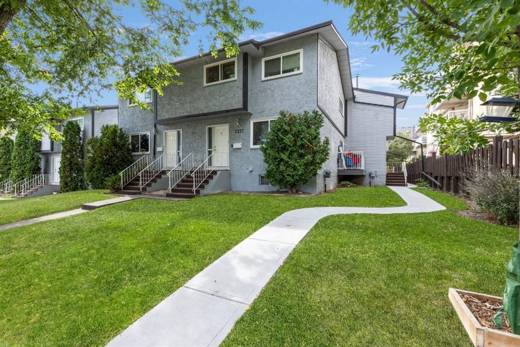 Main Photo: 2227D 29 Street SW in Calgary: Killarney/Glengarry Row/Townhouse for sale : MLS®# A1148321