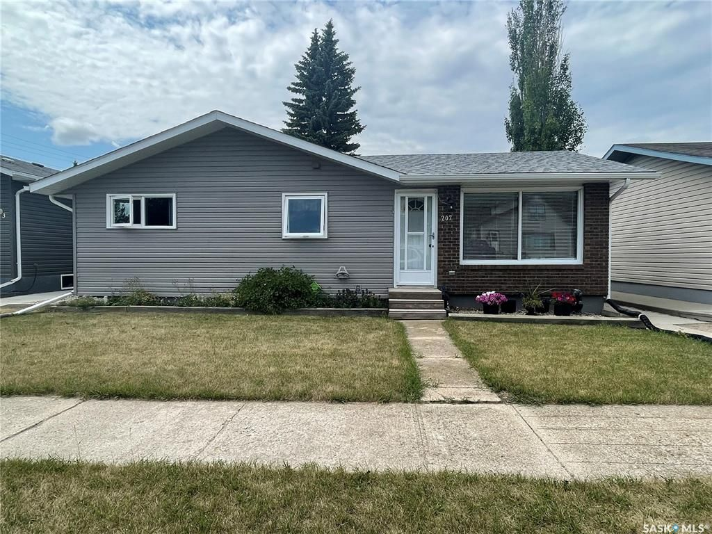 Main Photo: 207 11th Street in Humboldt: Residential for sale : MLS®# SK863094