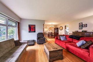 """Photo 3: 105 COLLEGE Court in New Westminster: Queens Park House for sale in """"Queens Park"""" : MLS®# R2039051"""