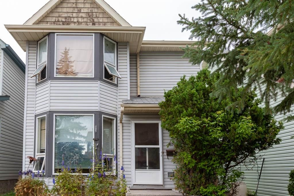 Main Photo: 112 Woodfield Close SW in Calgary: Woodbine Detached for sale : MLS®# A1124428