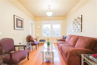 Photo 2: 76 E 19TH Avenue in Vancouver: Main House for sale (Vancouver East)  : MLS®# R2243312