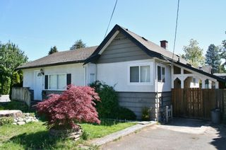 Photo 1: 7590 DUNSMUIR Street in Mission: Mission BC House for sale : MLS®# R2068883