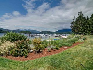 """Photo 6: 5982 BEACHGATE Lane in Sechelt: Sechelt District Townhouse for sale in """"The Edgewater at Porpoise Bay"""" (Sunshine Coast)  : MLS®# R2324336"""