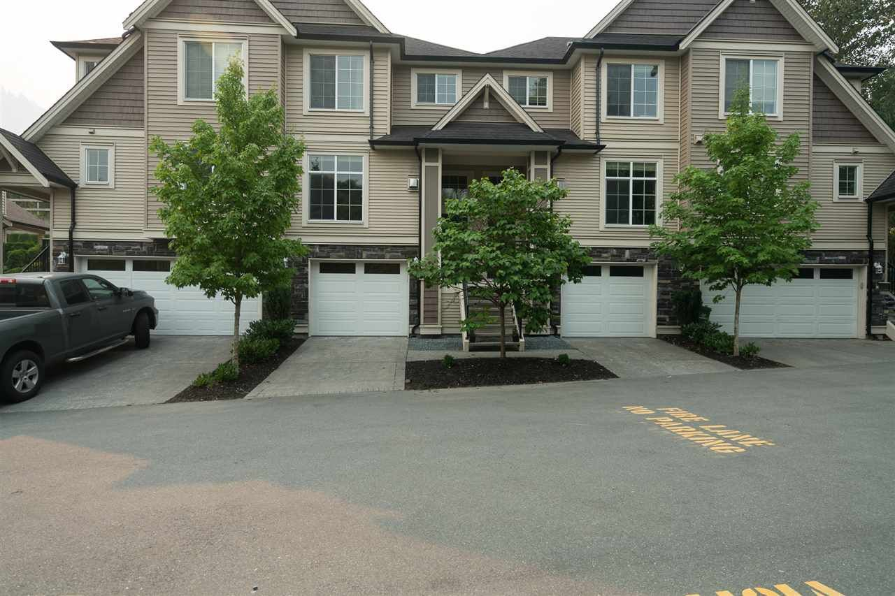 """Main Photo: 18 46832 HUDSON Road in Sardis: Promontory Townhouse for sale in """"CORNERSTONE HAVEN"""" : MLS®# R2195416"""