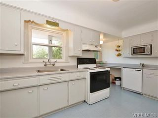 Photo 8: 1887 Forrester St in VICTORIA: SE Camosun House for sale (Saanich East)  : MLS®# 735465
