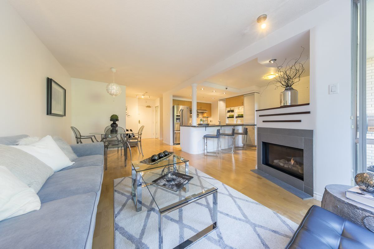 Main Photo: TH103 1288 MARINASIDE CRESCENT in Vancouver: Yaletown Townhouse for sale (Vancouver West)  : MLS®# R2281597
