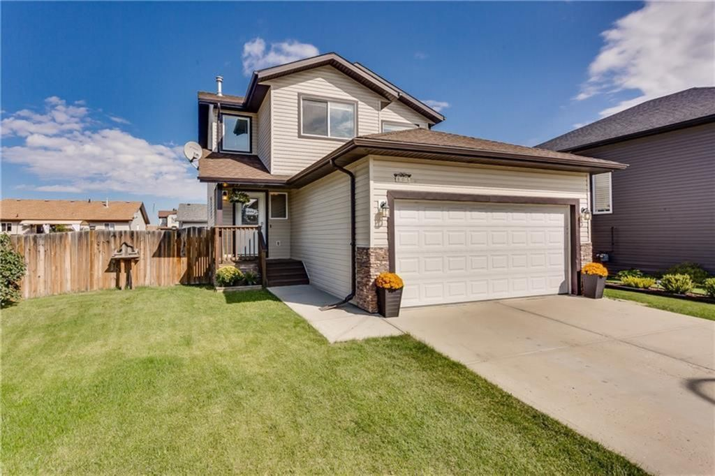 Main Photo: 805 Carriage Lane Place: Carstairs Detached for sale : MLS®# A1115408